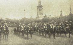 Černínská kasárna, přehlídka před F. Josefem - Český svět 5.10.1904