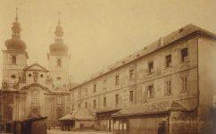 - Divadlo v Kotcích