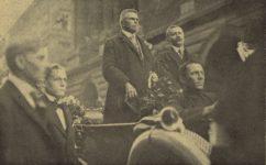 Kramář před Národním divadlem - Světozor 08.10.1919