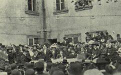 tábor v zahradě lidového domu. - Český svět 10.05.1912