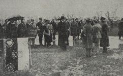 vojenská slavnost, rozdávání metálů Masarykem. - Český svět 24.04.1919
