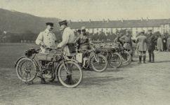 cvičební jízdy před Invalidovnou - Český svět 2.6.1911