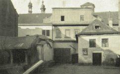 dvůr domu U Berků - Světozor 02.07.1909