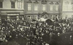 u Kostela panny Marie Vítězné - Světozor 23.09.1910