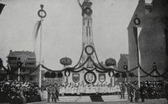 před novou školní budovou, při návštěvě Františka Josefa I. - Český svět 19.04.1907