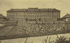 budova měšťanských škol -  Český svět 30.06.1927
